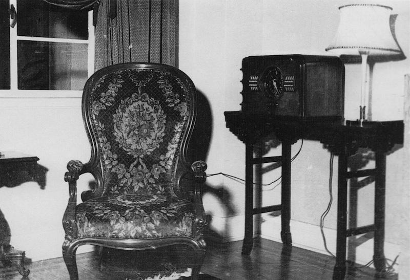 Элемент обстановки квартиры в 30-е годы. Источник: Dr. Mac Fellows