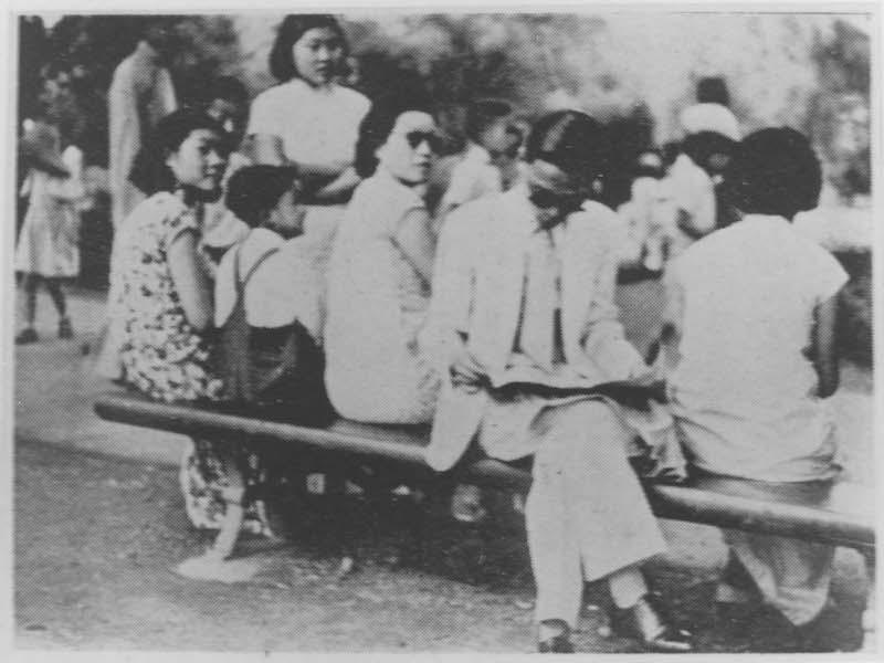 Китайские посетителя парка. Источник: minguotupian.com