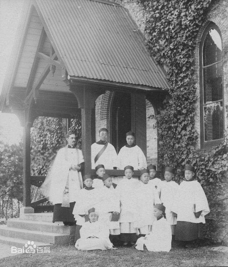 Открытие часовни при Колледжа в 1899 году. Источник: baidu.com