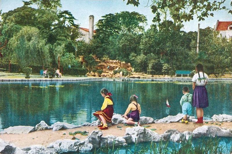 Открытка с парком Фусин в 1950-е годы. Источник: baidu.com