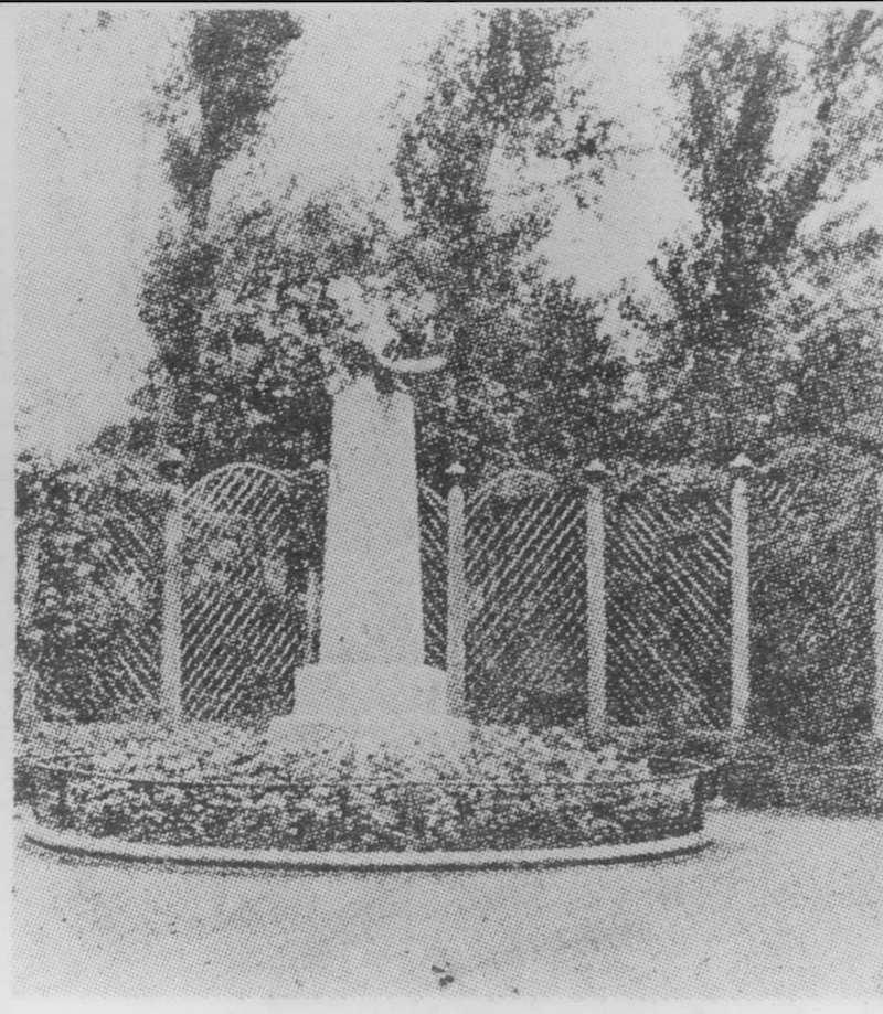 Памятник Рене Валлону у входа. Источник: minguotupian.com