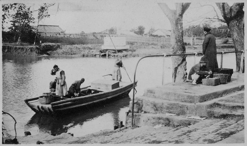 Переправа через речку Сучжоу возле Университета. Источник: Yale Digital Collections