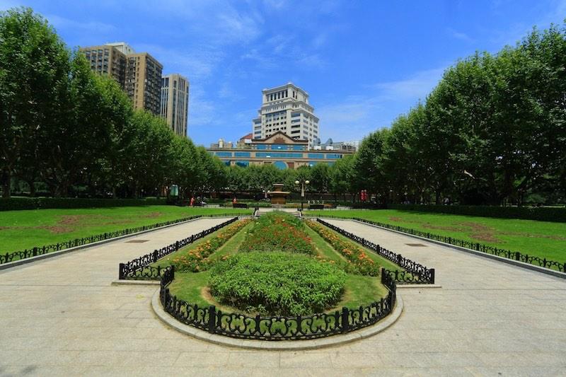 Вид на западную часть парка и караоке-центр Party World. Источник: lvmama.com