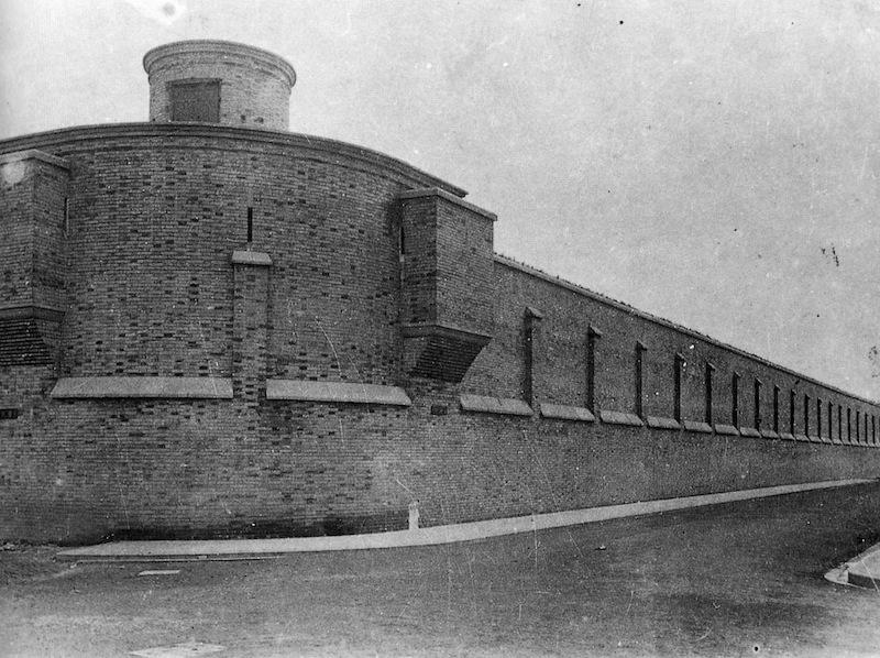Стена городской тюрьмы до постройки высоких корпусов. Источник: Virtual Shanghai