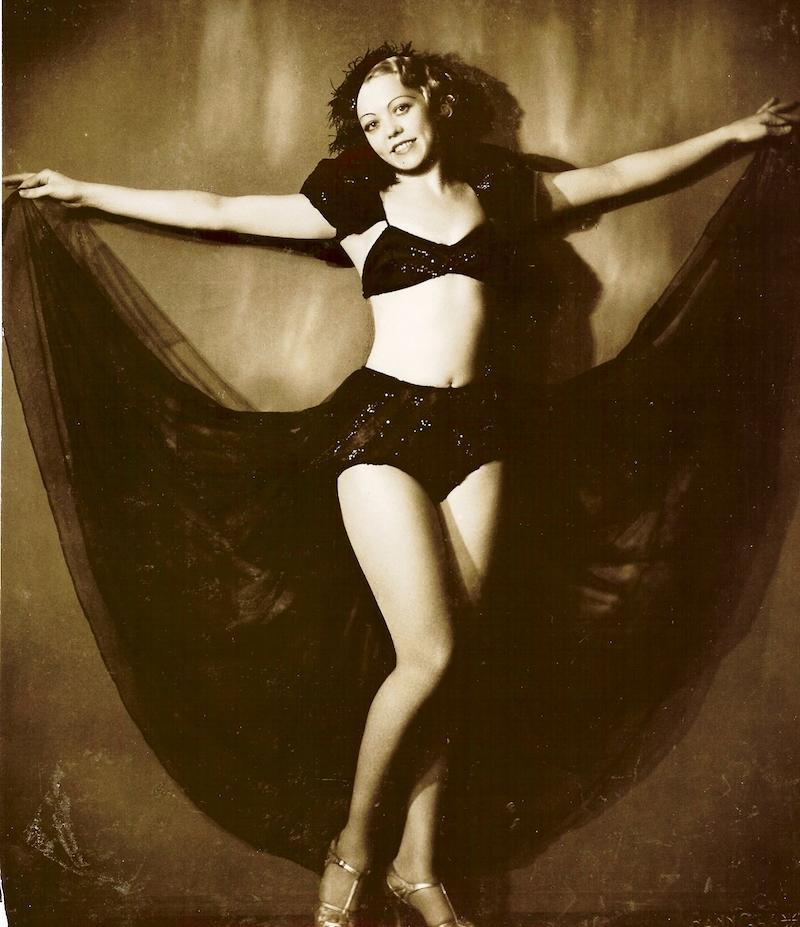 Танцовщица кабаре. Источник: chinamarine.org
