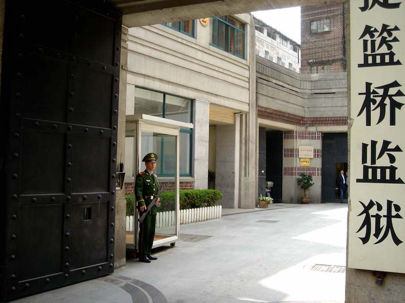 Взгляд за ворота. Источник: 若愚 для sina.com