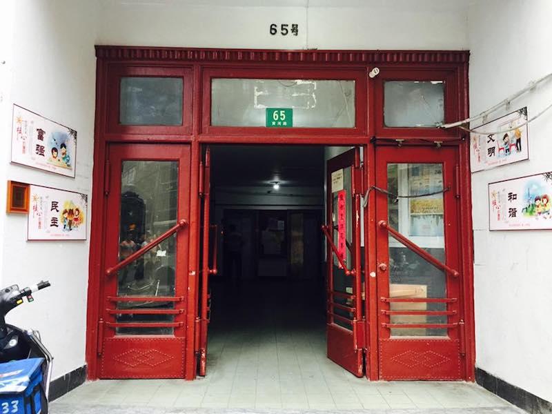 Вход в здание. Источник: Jodie Tang via Facebook