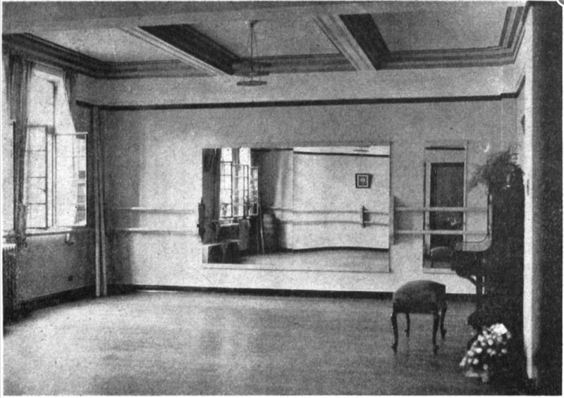 "Домашняя студия танца Софи Кроушоу в апартаментах ""Мажестик"". Источник: North-China Sunday News (1936)"