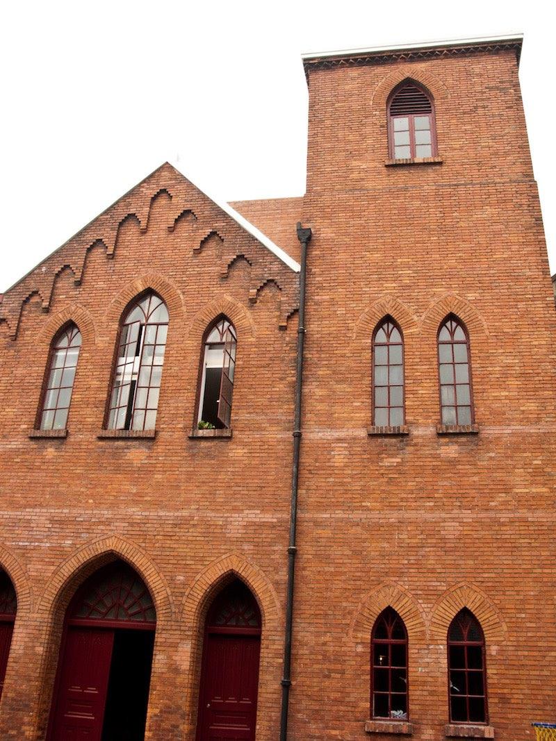 Готический фасад бывшей церкви. Источник: Катя Князева