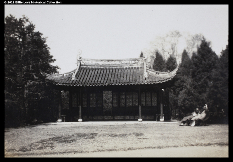 Китайский павильон на территории. Источник: Historic Photographs of China