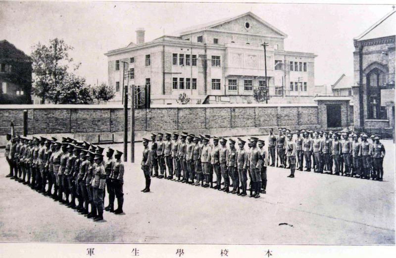 Мальчики проходят строевую подготовку в 1915 году. Источник: Virtual Shanghai