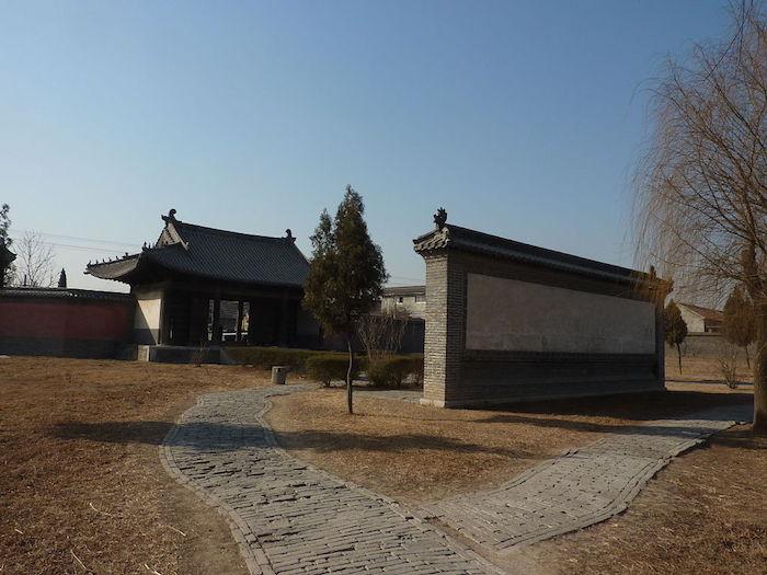 Стена-экран - важный элемент китайской традиционной архитектуры. Источник: Vmenkov / wikipedia.org