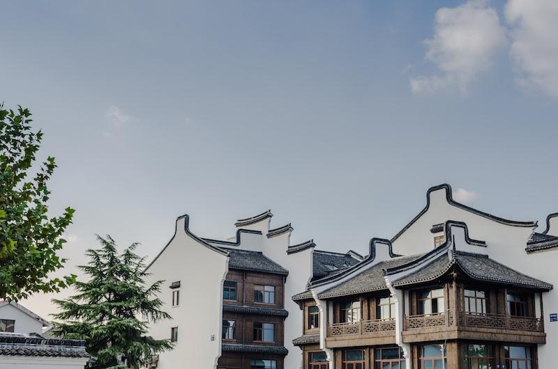 Город-сказка. В стенах 17-го века Учжэня кипит жизнь 21-го. Фото: Алина Кочетова