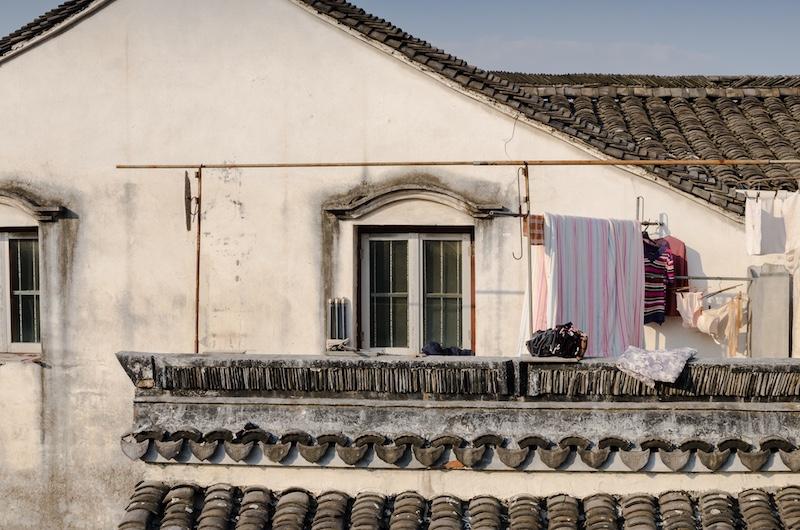 За стенами туристической зоны жизнь еще сохраняется. Фото: Алина Кочетова