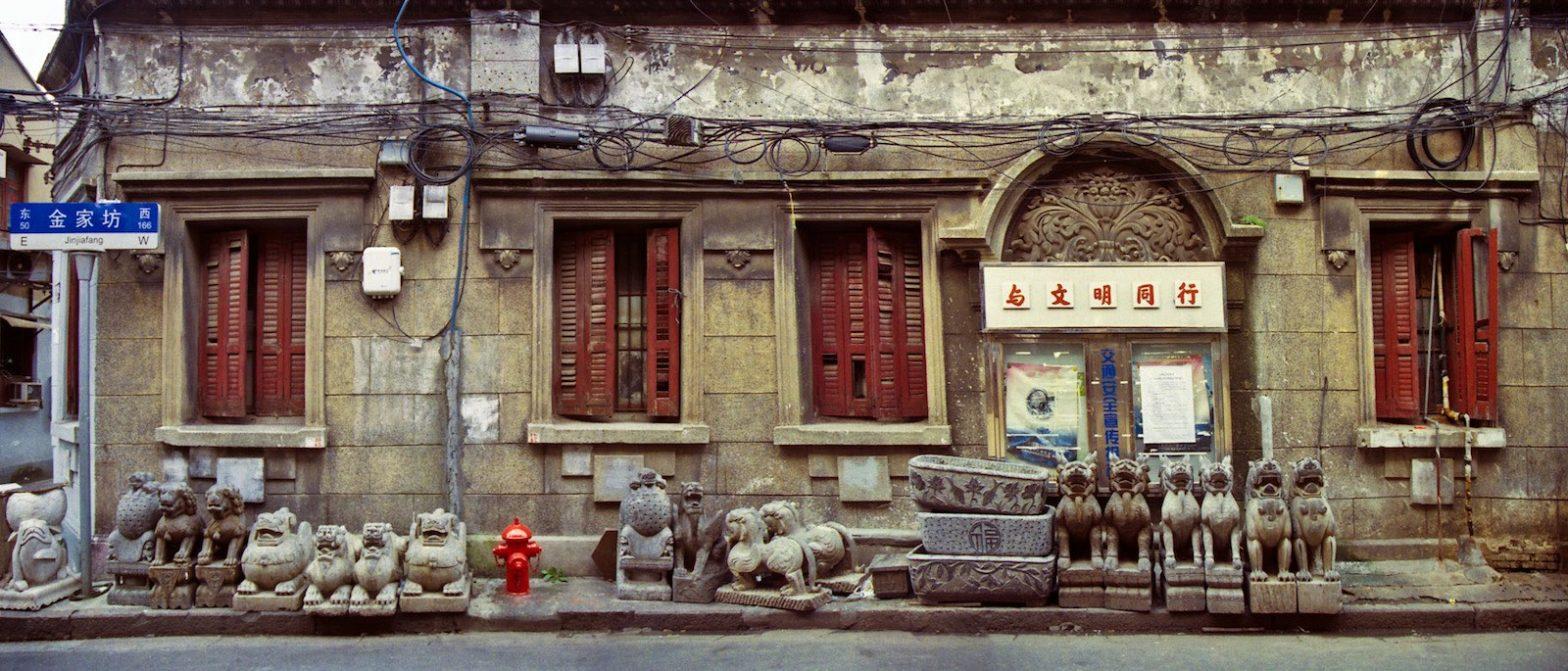 Фасад здания вдоль улицы Jinjiafang (c) КК