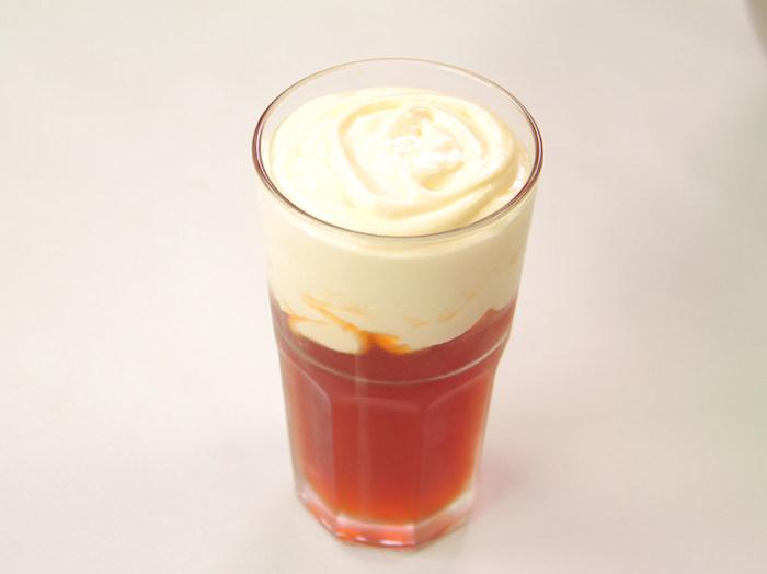 Иногда пена в чайном макиатто может занимать половину стакана. Источник: 好豆