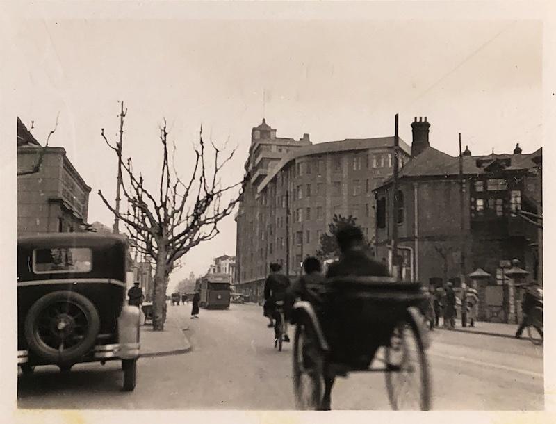 Вид вдоль авеню Жоффр в 1932 году, когда Берн было единственным крупным зданием на этом участке. Источник: Virtual Shanghai