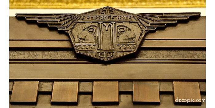 Эмблема империи Виктора Сассуна. Источник: decopix.com