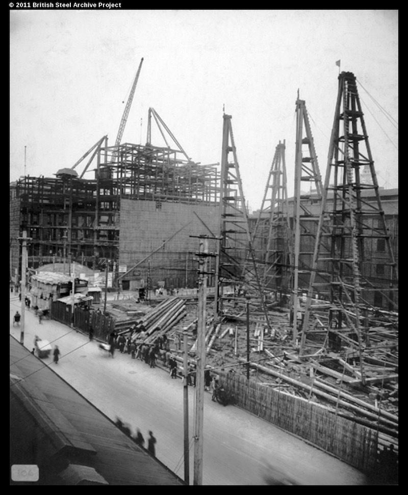 Вид вдоль Jiangxi Road, на переднем плане Хамильтон, на заднем Метрополь. Источник: British Steel Archive