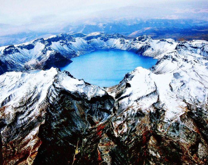 Священное озера Тяньчи в кратере вулкана Чанбайшань. Источник: Orange Smile Tours