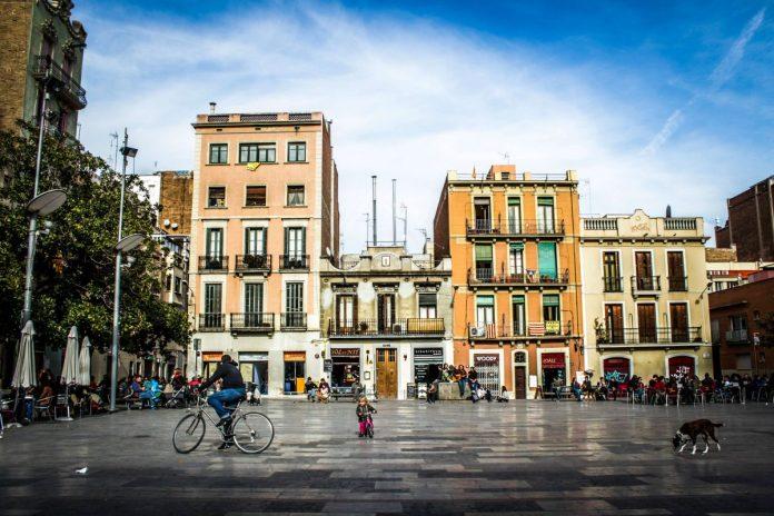 Plaza del Sol Barcelona, район El Raval, Источник: https://fusterapartments.com