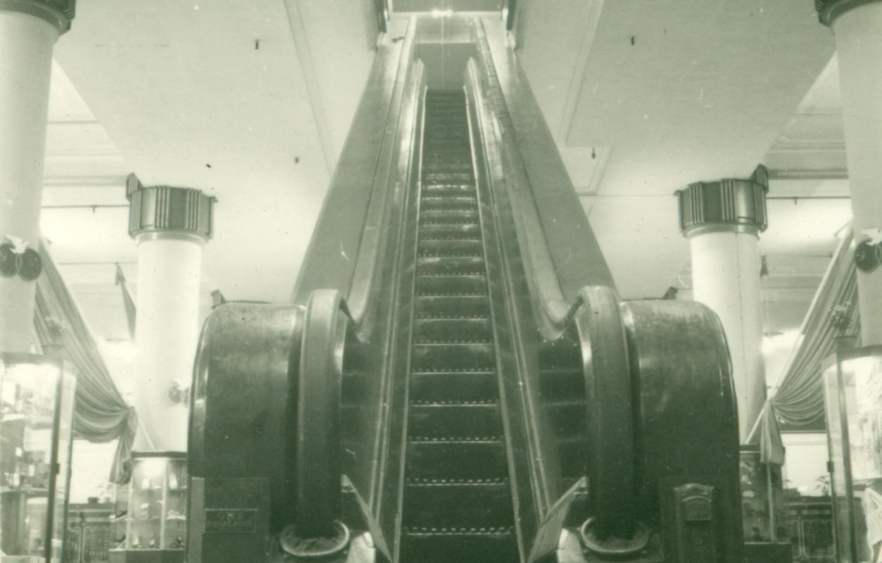 1936 Эскалатор в универмаге Да Син (с) Shine