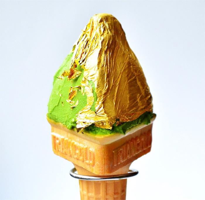 Мороженое со вкусом матча и сусальным золотом. Источник: 邻家MM