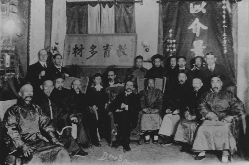 Гилберт Рид отмечает свое 50-летие в окружении любимой им элиты. Источник: minguotupian.com
