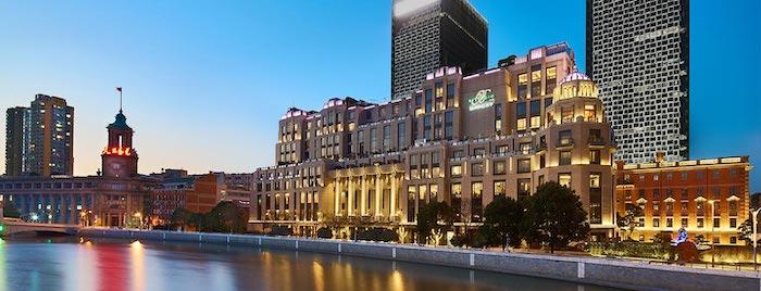 Северный берег речки Сучжоу после возведения отеля; бывший кухонный корпус – справа. Источник: bellagioshanghai.com