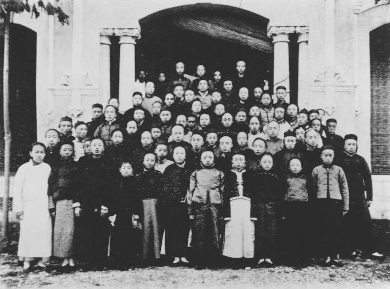 Студенты института. Источник: minguotupian.com