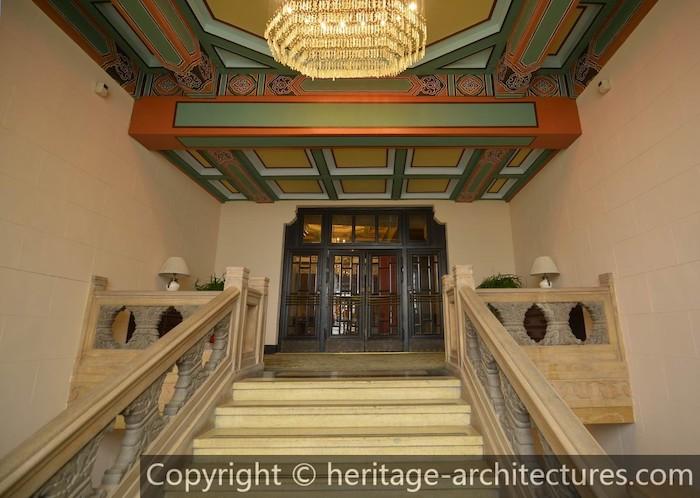 Вход в зал на втором этаже. Источник: heritage-architectures.com