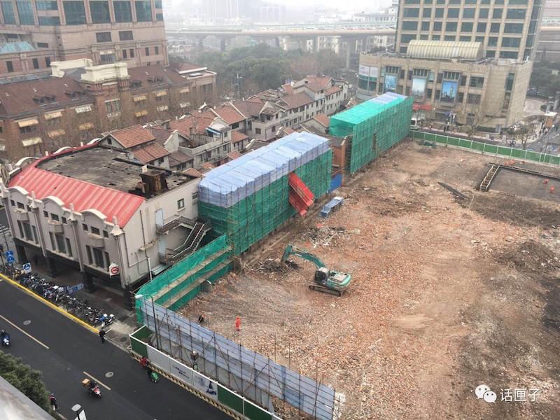 Вид сзади квартала, показывающий разрушение. Источник: 话匣子 news.qq.com