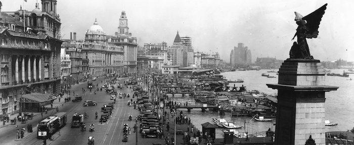 Классический вид шанхайской набережной в 1937 году; справа Ангел Победы. Источник: Claude Berruyer