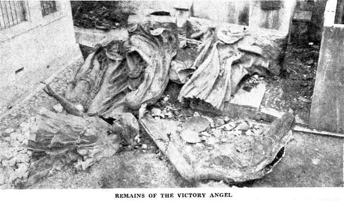 Обломки Ангела Победы, сложенные в британском консульстве. Источник: North China Daily News, 1947