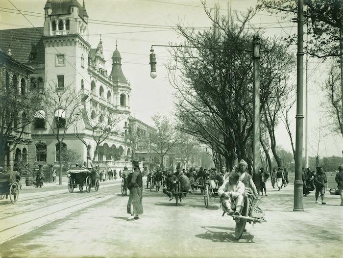 Шанхайский Банд около 1910-го года, слева Конкордия. Источник: flickr China Postcard