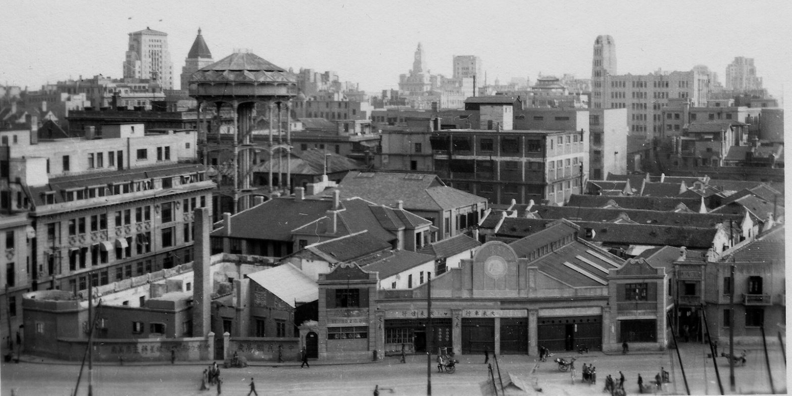 Вид с северного берега речки Сучжоу, слева водонапорная башня (с) flickr Cities in Old Days