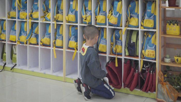 Ребенок в детском саду в Дунгуане. Источник: Liu Jingwen / Sixth Tone