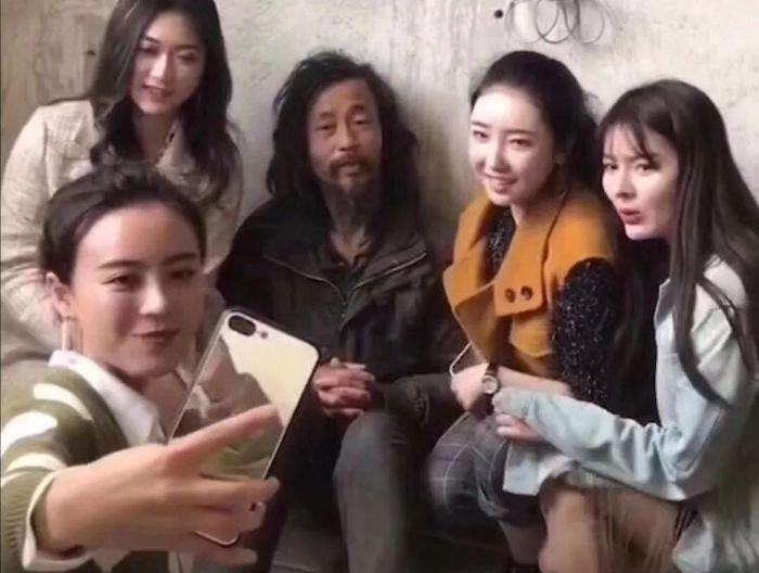 Шэнь и потенциальные невесты. Источник: 搜狐