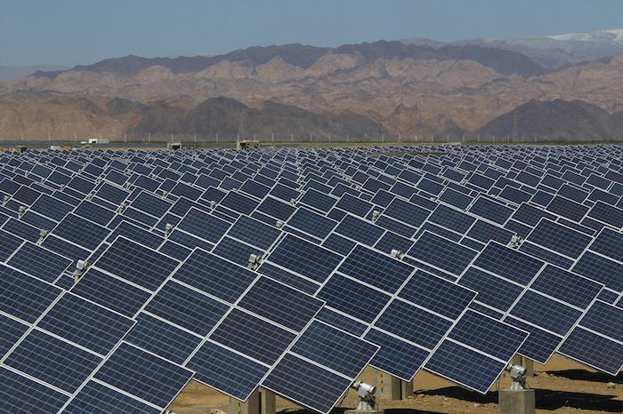 Солнечные батареи - экологически чистый источник энергии. Но и они через 30 лет оказываются на свалке. Источник: Fortune