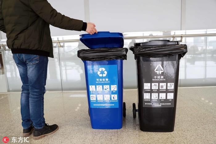 Сортировка мусора в Китае - пока лишь видимость. Источник: IC / chinadaily.com.cn