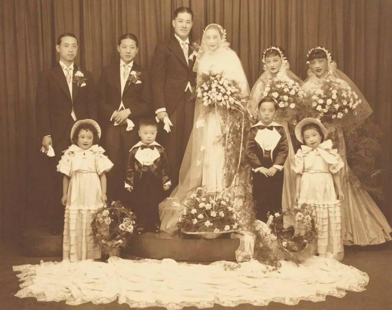 Невеста Ху Дье и жених Пань Юшэнь со свитой в свадебном облачении. Источник: Shanghai Municipal Archive