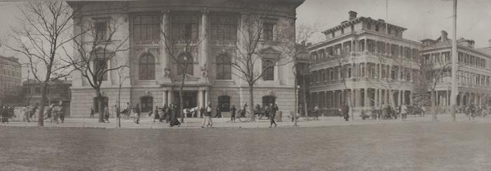 Панорама Банда вскоре после постройки Русско-Китайского банка в 1902 году. Источник: State Library of Victoria