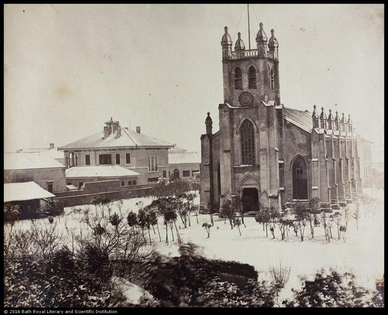 Первое здание Троицкой церкви под снегом в 1858 году. Источник: Historical Photographs of China University of Bristol