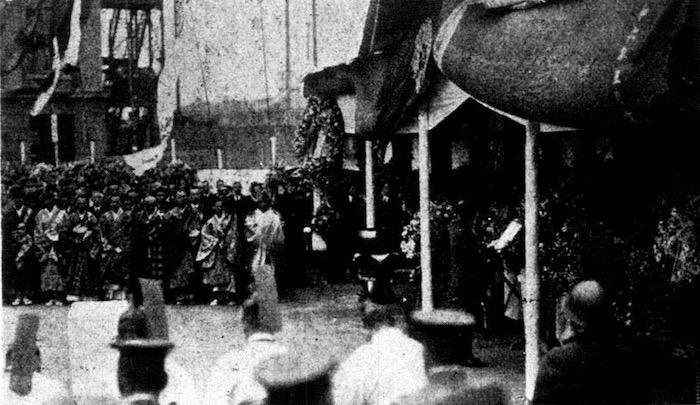 Погребальная церемония перед храмом Ниси Хонгандзи в марте 1932 года. Источник: 图画时报