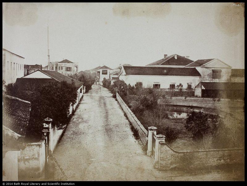 Церковная улица (Church Street) в 1858 году; позже переименована в Jiangxi Road. Сад перед церковью – справа, сама церковь за кадром. Источник: Historical Photographs of China University of Bristol