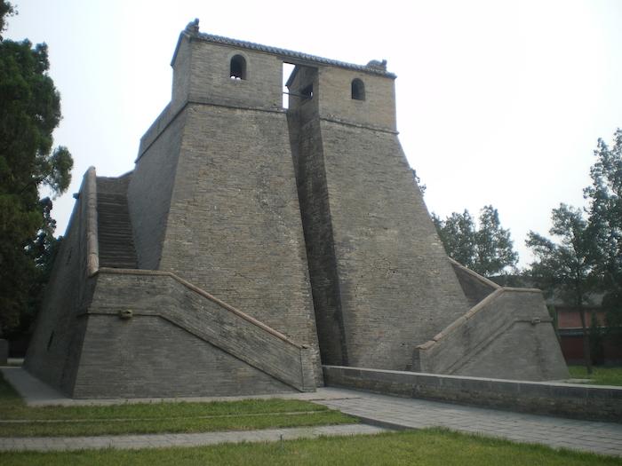 Древнейшая из сохранившихся обсерваторий Китая - когда-то важнейший элемент императорской легитимности. Источник: wikipedia.org
