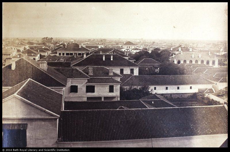 Вид с одной из башен англиканской церкви в сторону китайского города в 1850-е годы. Источник: Historical Photographs of China University of Bristol