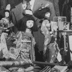 Японец распродает кимоно и кукол перед отправкой на родину в 1945 году (с) George Lacks