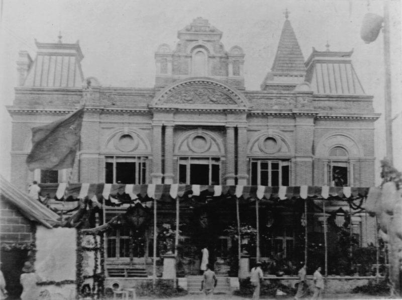 """""""Аркадия Холл"""", украшенный по случаю международной потребительской выставки. Источник: Shanghai Library Archive"""