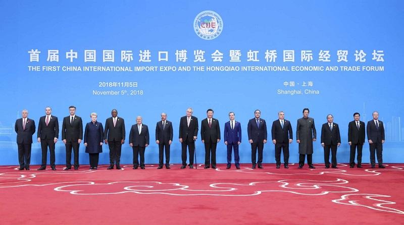 На CIIE 2018 съехались многие главы государств и правительств. Китай представлял Си Цзиньпин, что подчеркивало статус выставки и серьезность интереса к импортной продукции.